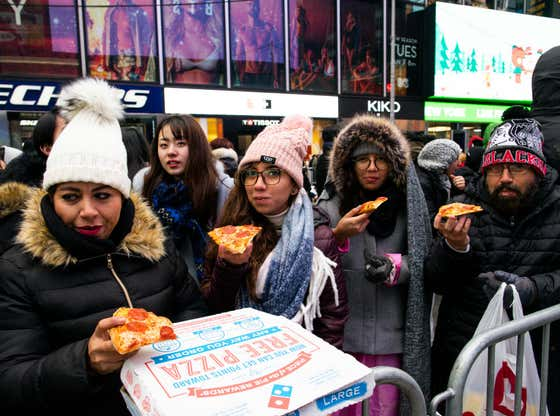 Mayor de Blasio Was VERY Upset That Domino's Charged People In Times Square $30 A Pie On New Years Eve