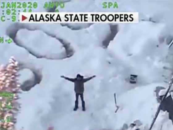 """30 Year Old Bro Rescued After 23 DAYS Alone In The Alaskan Wilderness When Helicopter Sees Gigantic """"SOS"""" Written In The Snow"""