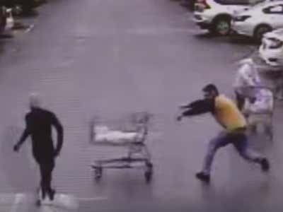 A Guy Sniped A Robber Running Away From Police With His Shopping Cart In A Wal Mart Parking Lot And He Deserves An Invite To The NFL Combine