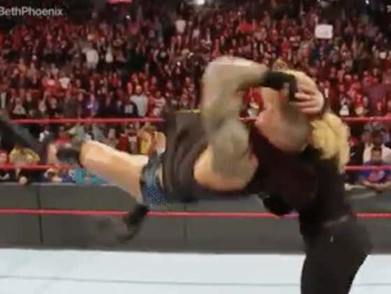RANDY ORTON JUST HIT BETH PHOENIX (EDGE'S WIFE) WITH AN RKO ON MONDAY NIGHT RAW!!!