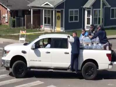 A Group Of Titans Led By Mike Vrabel Were Out Distributing Water And Supplies To People In Nashville Impacted By The Tornadoes