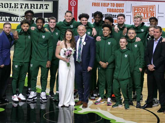 A Portland State Hoops Coach Decided To Get Married On The Court When Its Conference Tournament Was Canceled
