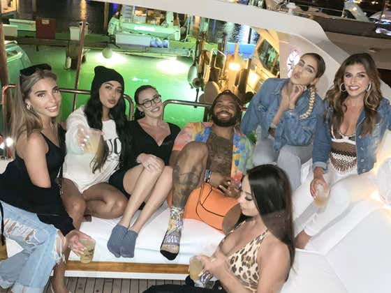 Derrius Guice Is Social Distancing Himself With 6 Models On A Boat In Miami