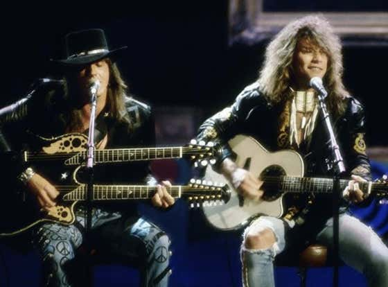 Recommended: Bon Jovi - Livin' On A Prayer/Wanted Dead Or Alive (Live At The VMAs 1989)