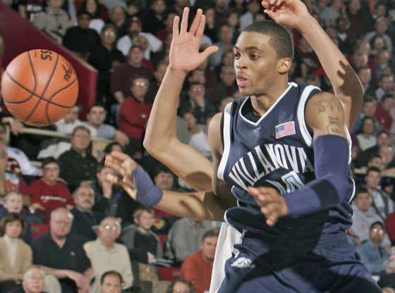 15 Years Ago Today, Villanova Was Eliminated in the Elite Eight Due to One of the Worst Calls in Basketball History
