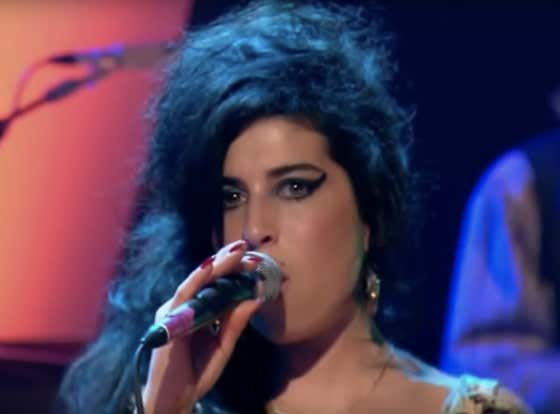 Recommended: Amy Winehouse - Tears Dry On Their Own (Live At Jools Holland 2006)