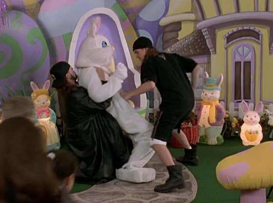 Celebrate Easter With Jay & Silent Bob Beating Up The Easter Bunny From 'Mallrats'