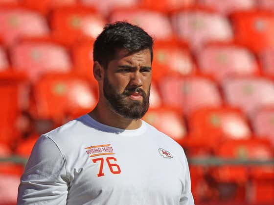 Laurent Duvernay-Tardif Won The Super Bowl With The Chiefs And Is Now Using His Medical Degree To Work In a Hospital Trying To Save Lives