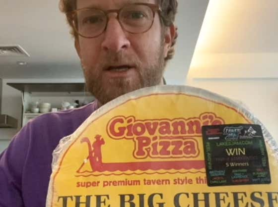 Barstool Frozen Pizza Review - Giovanni's Pizza (Minnesota)