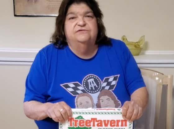 Uber Debbie Pizza Review - Tree Tavern Pizza