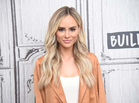 Bachelor Alum Amanda Stanton Drove From California To Arizona To Get Her Haircut And People Are Pissed
