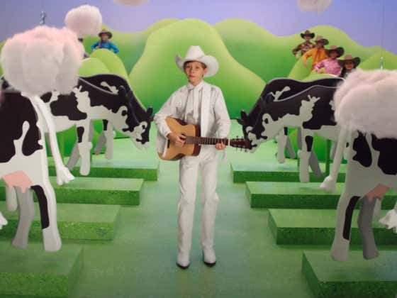 Mason Ramsey singing about Cow Farts for BK