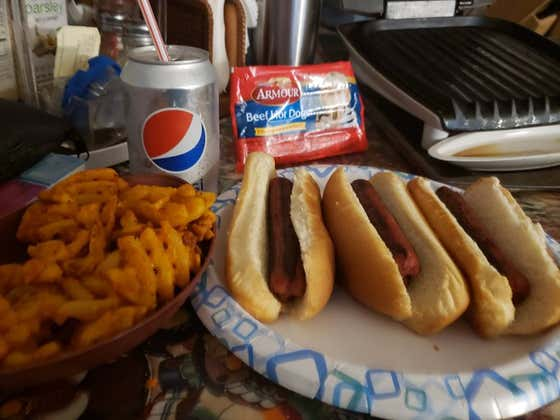 Raw Dogging at Home Armour Hot Dogs