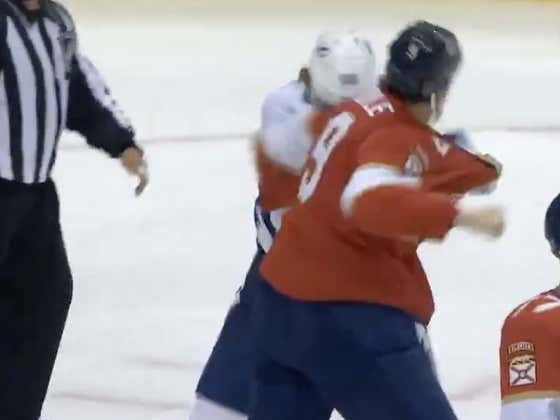WE'VE GOT OUR FIRST NHL BUBBLE FIGHT! I REPEAT, WE'VE GOT OUR FIRST NHL BUBBLE FIGHT!