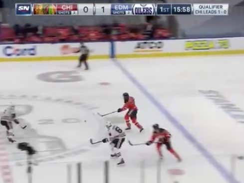 Connor McDavid with his second goal in the first 4 minutes has the Oilers (-135 ML) up 2-0 early @betthepucks