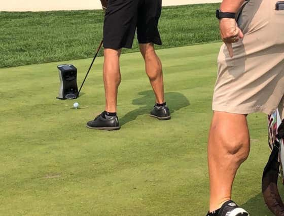 Kevin Kisner's Caddy Dewey Just Slam Dunked On Phil Mickelson's Calves At The US Open