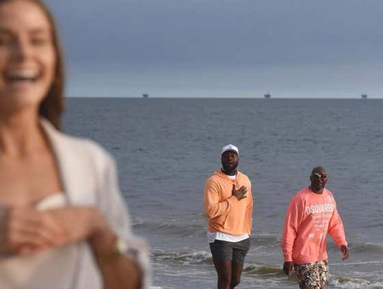 Dwyane Wade Casually Strolled Through A Couple's Engagement Photos