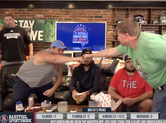 Kicking Off College Football Week 10 at the Barstool Sportsbook House