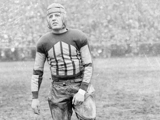 On This Date in Sports November 26, 1925: Red Grange Turns Pro
