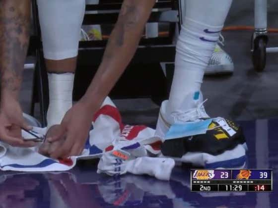 Anthony Davis Is Clipping His Nails On The Lakers Bench