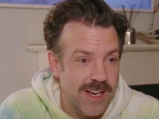 A Very Stunned And Possibly High Jason Sudeikis Won A Golden Globe For Best Actor While Wearing A Hoodie