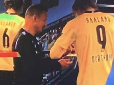 This Ref Asking For Erling Haaland's Autograph In The Tunnel Either Has The Biggest Balls Or Is The Dumbest Human In The World