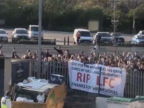 A Bunch Of Pissed Off Fans Mocked Liverpool And Then Tried To Prevent Their Bus From Entering The Stadium Last Night