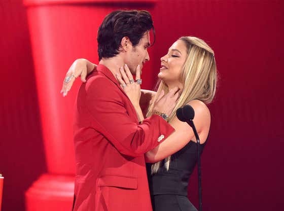 It Was a Make-Out Fest at the MTV Awards Last Night