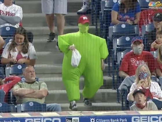 The Phillie Phanatic Has To Retire If He's Not Going To Kick Thicc Green Man's Ass
