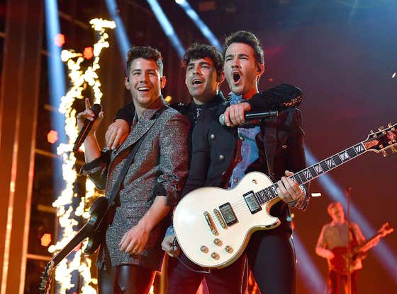 The Jonas Brothers Are Going BACK ON TOUR