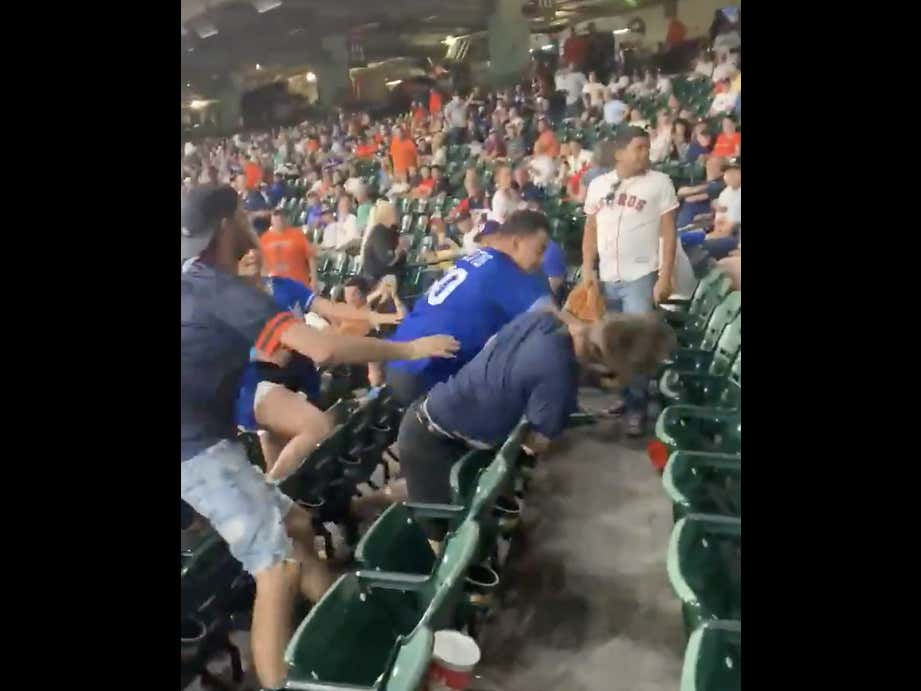 WE GOT HAYMAKERS BEING THROWN BETWEEN ASTROS AND DODGERS FANS IN THE STANDS!