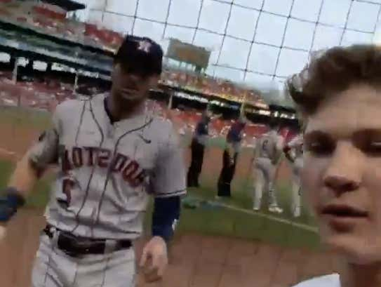 Alex Bregman Got Alpha'd by This Kid Who Pulled His Phone Out and Then Said He Didn't Want a Photo With a Cheater