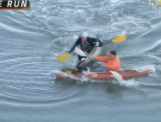 Gotta Love The Effort From These 2 Kayakers Dueling For This Home Run Ball In The Bay