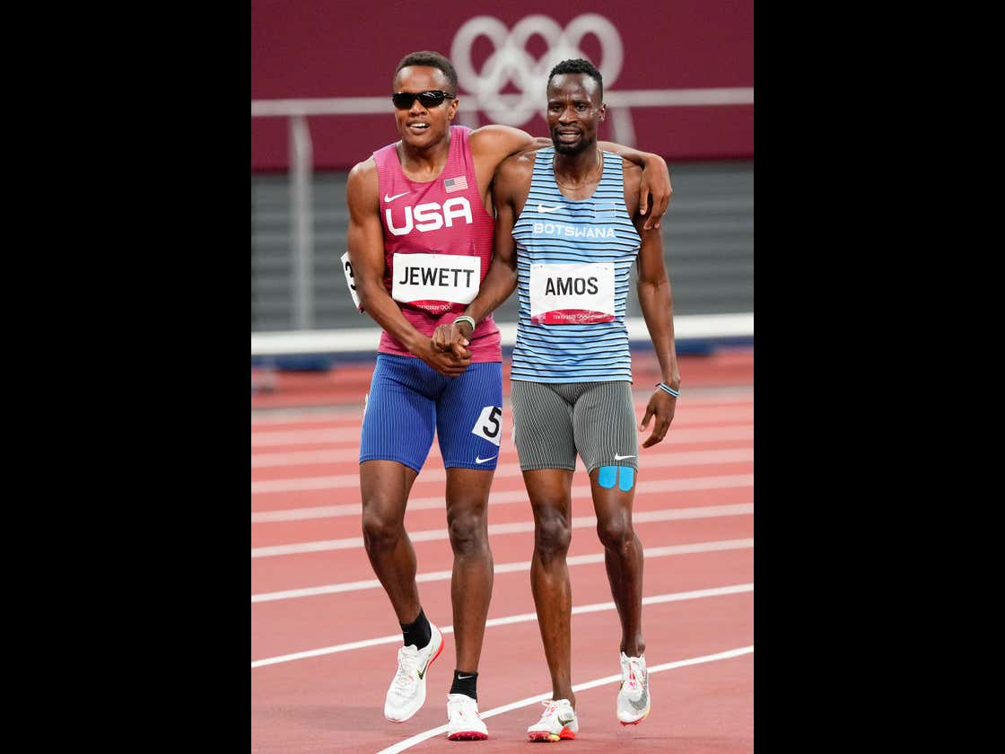 The Story Of Isaiah Jewett and Nijel Amos From Today's 800m Heat Will Restore Your Faith In Humanity