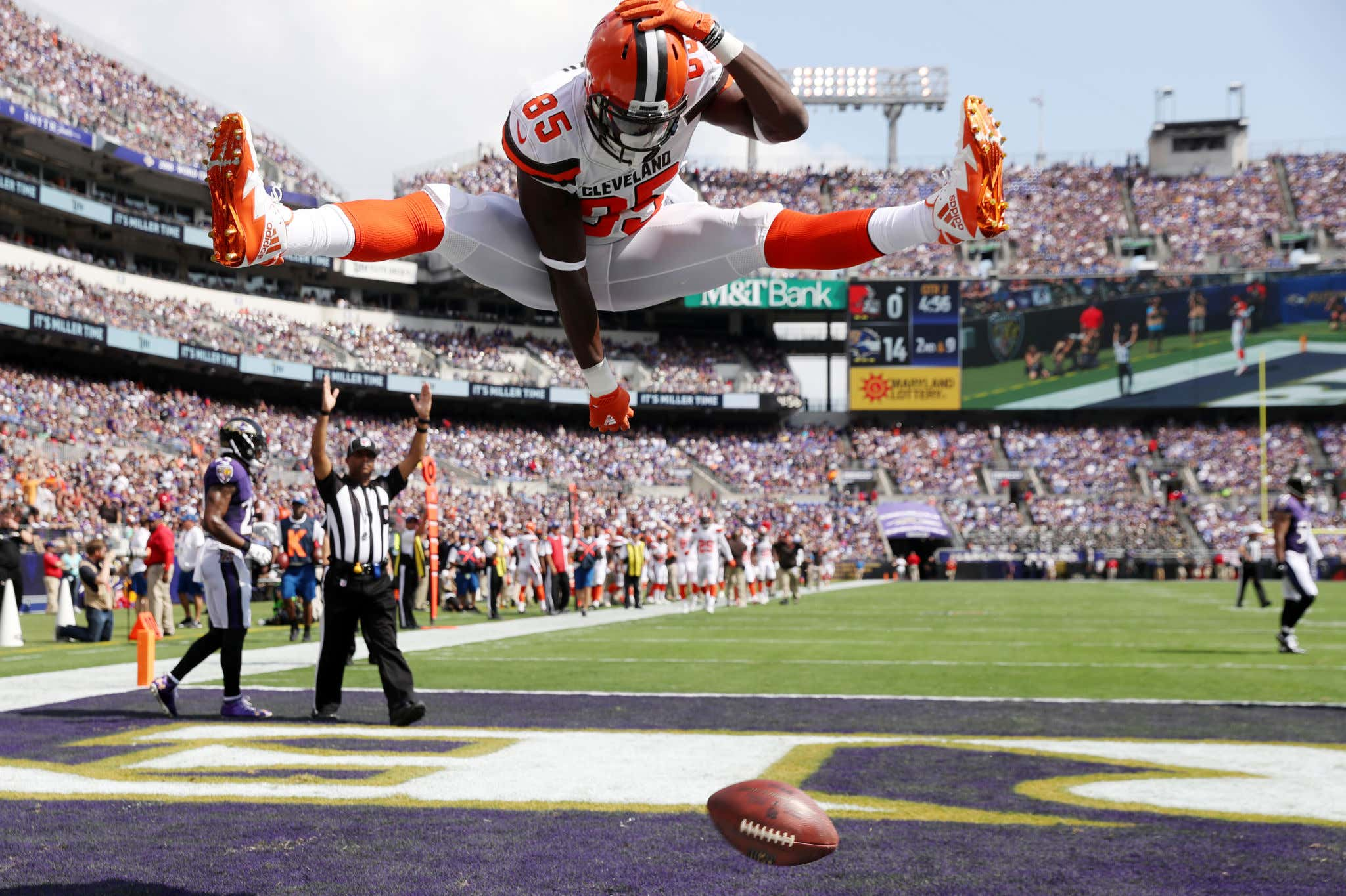 BALTIMORE, MD - SEPTEMBER 17: Tight end David Njoku #85 of the Cleveland Browns celebrates his touchdown against the Baltimore Ravens in the second quarter at M&T Bank Stadium on September 17, 2017 in Baltimore, Maryland. (Photo by Rob Carr /Getty Images)