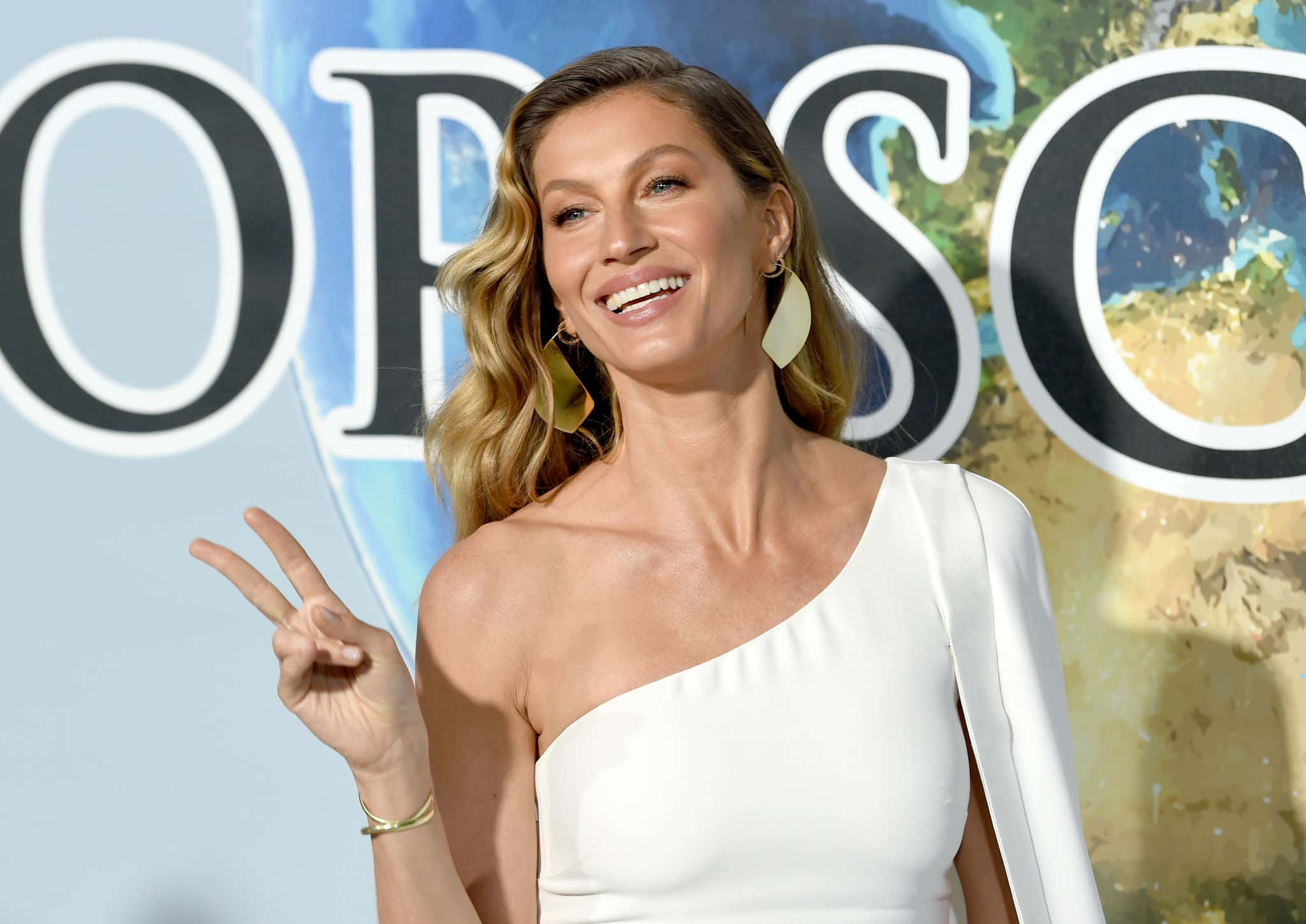 LOS ANGELES, CALIFORNIA - FEBRUARY 21: Gisele Bündchen attends the 2019 Hollywood For Science Gala at Private Residence on February 21, 2019 in Los Angeles, California. (Photo by Kevin Winter/Getty Images)