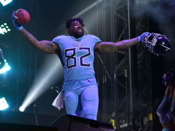 Report: The Patriots are Interested in TE Delanie Walker