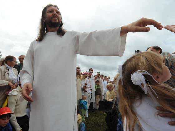 """Former Traffic Cop Who Transformed Into """"Jesus"""" After Losing Job Is Shockingly Arrested for Being Cult Leader"""