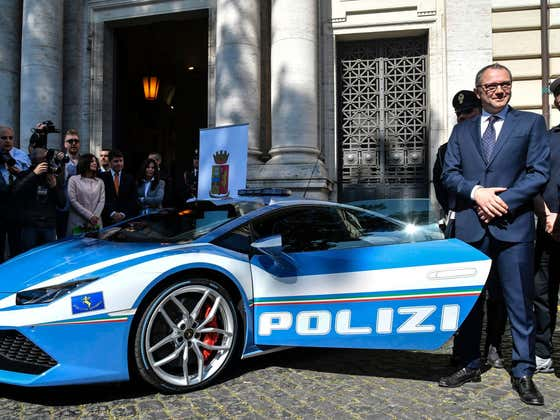 Italian Lamborghini Police Car Travels 300 Miles In Just Two Hours To Deliver a Kidney And Save Someone's Life