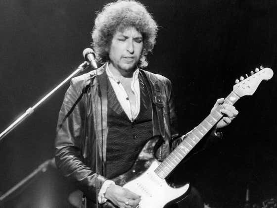Bob Dylan is Not a Crooner, But He's Now One Filthy Rich Singer/Songwriter!