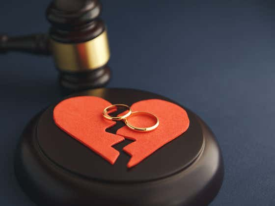 Live In Tennessee & Hate Your Spouse? Enter This Contest For A Free Valentine's Day Divorce