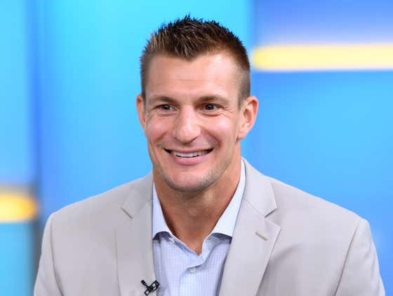 Awesome Video Of Gronk Surprising Healthcare Workers With Tickets To The Super Bowl