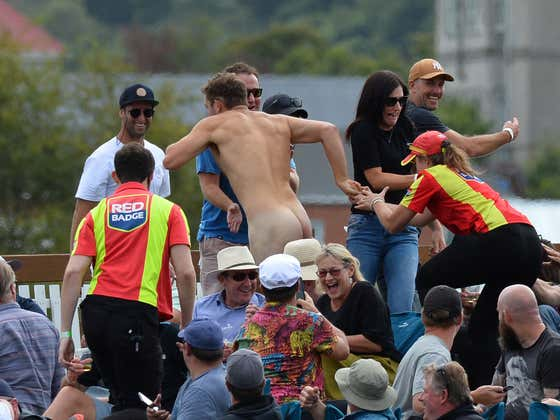 This Streaker Escaping Security At A Cricket Game And Leaving The Stadium Is Quite Simply An Elite Athlete