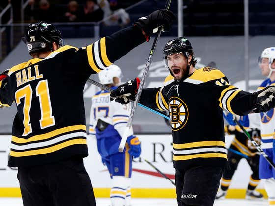 Craig Smith Picks Up The Hat Trick As The B's Blow Out The Sabres 6-2!