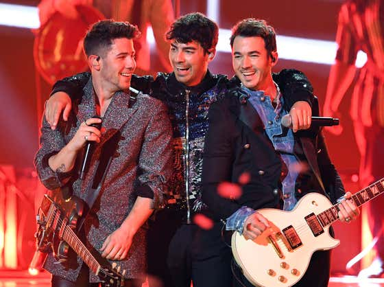 Fall Concert Takeover: The Jonas Brothers Appear to Announce a New Tour