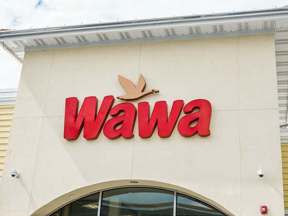 Wawa Continues It's Emphatic Beatdown Over Every Other Convenience Store Chain In America With Over 100 People Standing In Line For A Cheesesteak