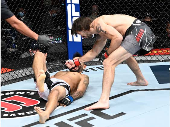 We Just Got A Knockout 15 SECONDS Into A Fight On The UFC 266 Prelims
