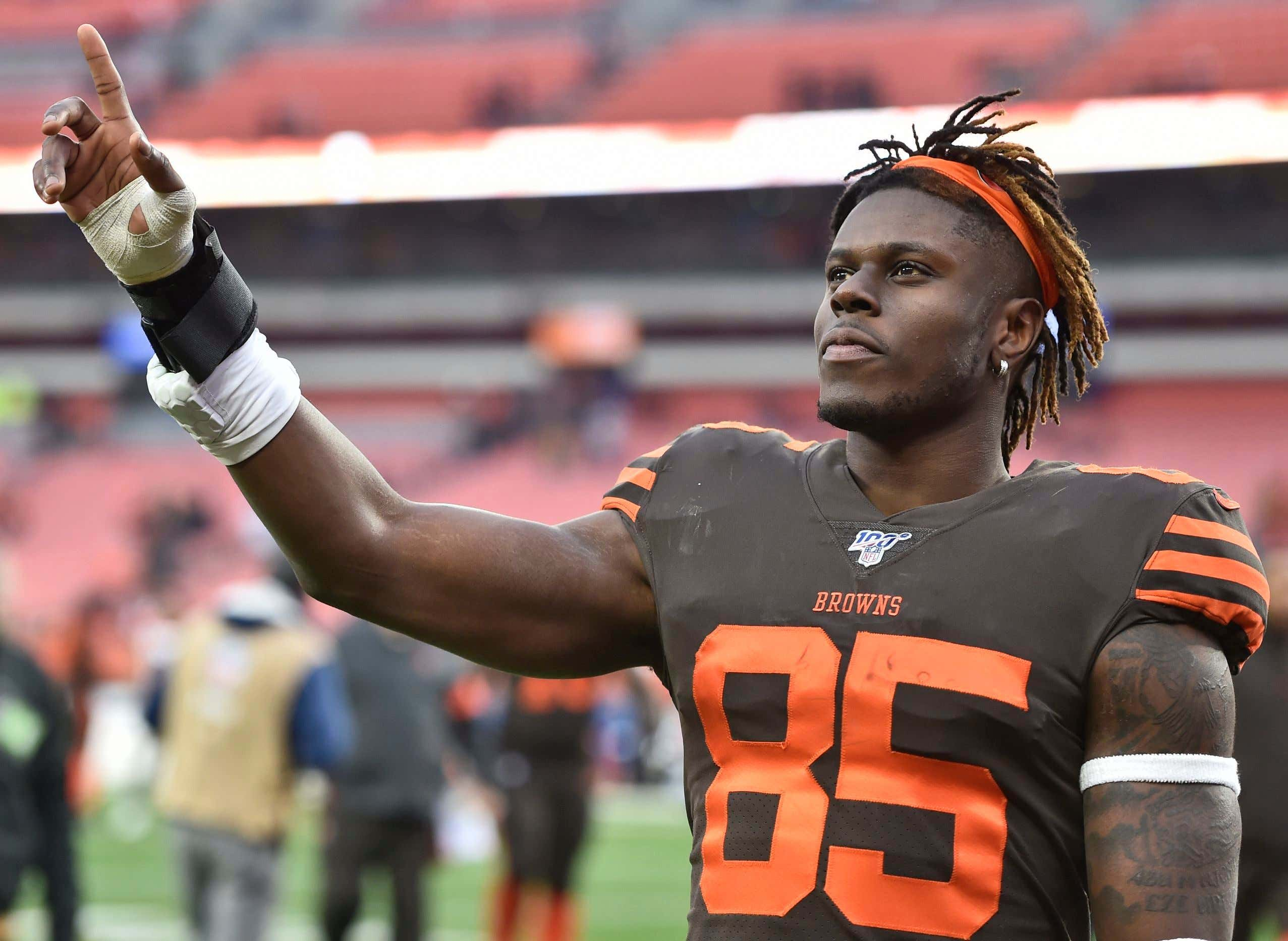 Cleveland Browns tight end David Njoku celebrates after the Browns defeated the Cincinnati Bengals 27-19 in an NFL football game, in Cleveland. The Browns won 27-19