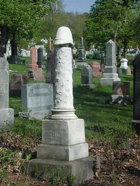 214225852f5e71ef92a29add8739e575--cemetery-headstones-cemetery-statues
