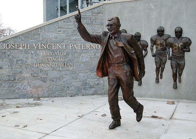 1AA-Joe-Paterno-Statue